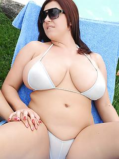 Bikini BBW Pics